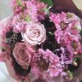 花束~No.3:¥5,000/花材:バラ3種 スカビオサ ヒペリカム