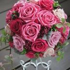 プリザーブドブーケ~No.9 大人ピンク:¥30,000(ブートニア、ケース・スタンド付き)/花材:プリザーブド4種 直径20センチ