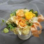 プリザーブドアレンジ~オレンジ・イエロー:¥5,000/花材:プリザーブド(オレンジバラ・イエローバラ2種、アジサイ)グリーン(アーティフィシャル)