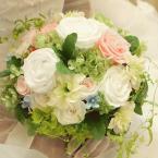 プリザーブドブーケ~No.13 ナチュラルラウンド:¥22,000(ブートニア付き)/花材:白バラ2種、ピンクバラ3種、ブルースター、ストック、アジサイ2種、グリーン(アーティフィシャル)
