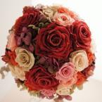 プリザーブドブーケNo.6:¥28,000(ブートニア ケース・スタンド付き)/花材:メリアローズ バラ(その他4種) アジサイ