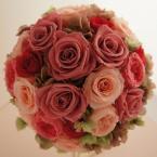プリザーブトブーケNo.5:¥28,000(ブートニア ケース・スタンド付き)/花材:バラ(6種類) アジサイ オレガノグリーン