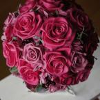 プリザーブトブーケNo.3:¥32,000(ブートニア ケース・スタンド付き)/花材:バラ(3種類)アジサイ 実物