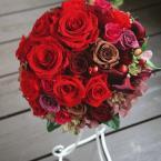 プリザーブトブーケNo.2:¥30,000(ブートニア ケース・スタンド付き) 直径20センチ /花材:バラ(4種類) アジサイ など