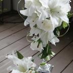 アーティフィシャルフラワーブーケNo.6~カサブランカ:¥20,000(ブートニア付き)/花材:カサブランカ バラ ミスカンサス